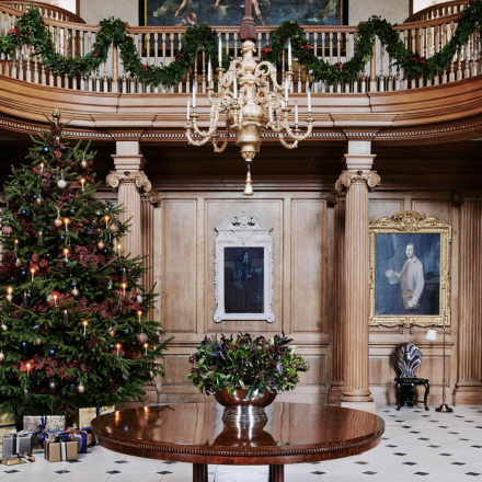 Christmas Comes Early: How to Create a Festive Atmosphere with Lighting